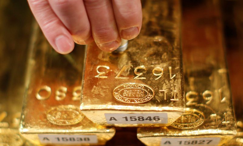Gold trades marginally lower, awaiting trade talk cues