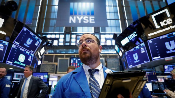 Stocks – Dow Rebounds as Apple Rallies Into Earnings