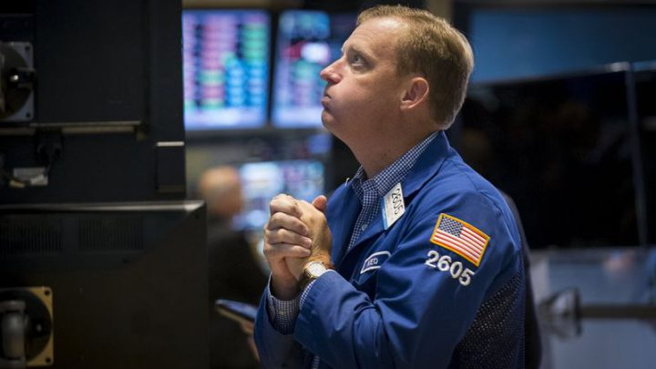 Stocks – Dow Falls 450 as Virus Fears Spur Sharp Selling