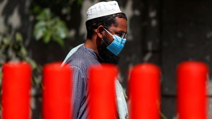 Infection rate steepens as India searches for 9,000 exposed to Delhi cluster